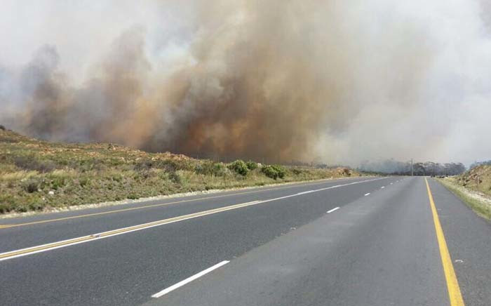 The N2 highway has been closed between Sir Lowry's Pass and Botrivier due to the vegetation fire. Picture: Shamiela Fisher/EWN