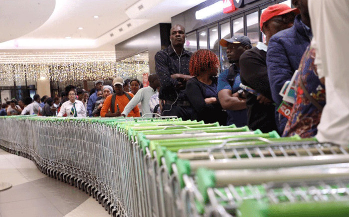 Hundreds of shoppers have already started queuing at stores across the country to get their hands on Black Friday deals. Picture: Refilwe Pitjeng/EWN