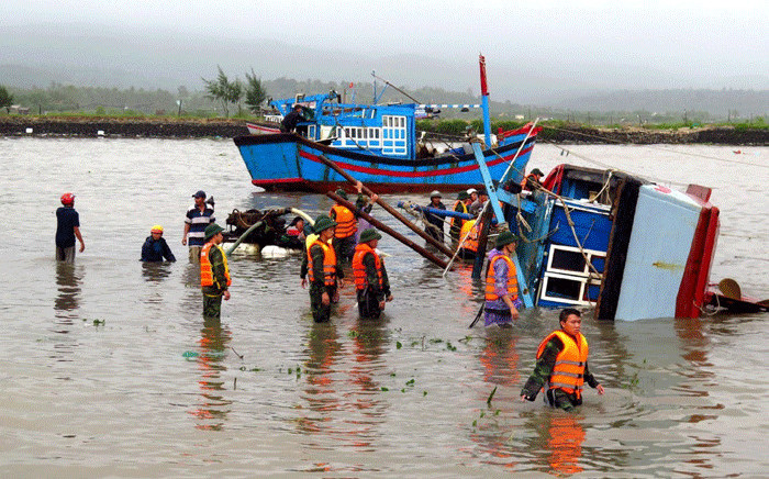 Vietnamese soldiers help rescue a sunken fishing boat on a river in the central province of Phu Yen on 5 November 2017, a day after Typhoon Damrey hit central Vietnam. Picture: AFP
