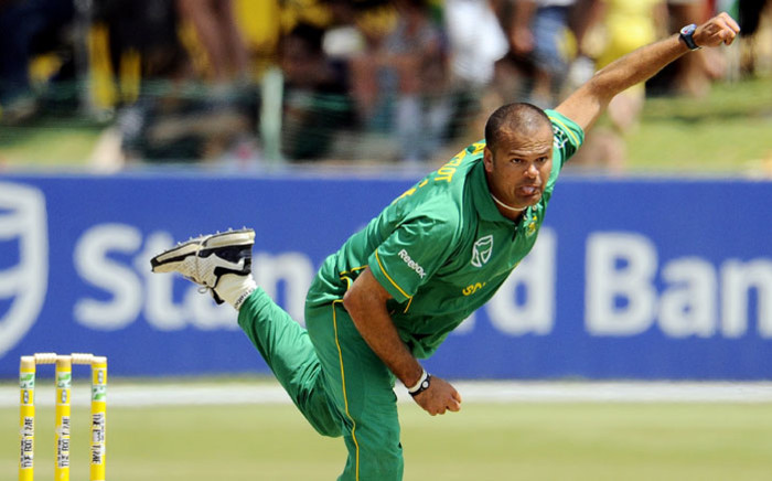 FILE: South African bowler Charl Langeveldt delivers a ball on 17 October 2010 during the second day of the One Day International Cricket match between South Africa and Zimbabwe at the Senwes Park Stadium in Potchefstroom. Picture: AFP