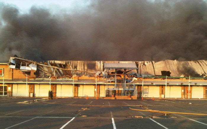 Fire at Princess Crossing shopping complex in Roodepoort. Picture: ER24