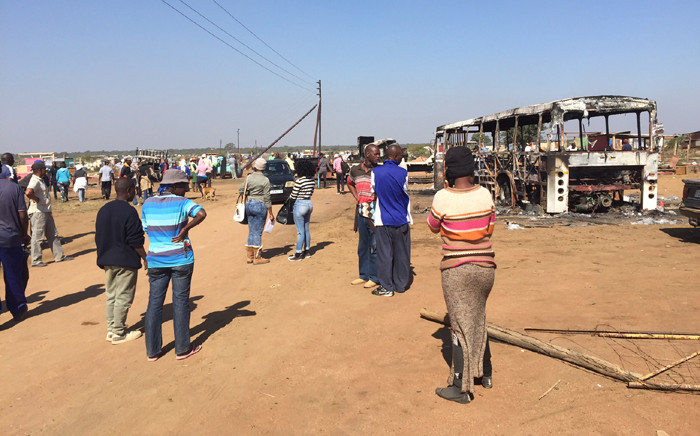 Hammanskraal residents say they are still angry at being forcefully evicted from their homes yesterday. Two security officers died during violent protests in the area. Picture: Vumani Mkhize/EWN.