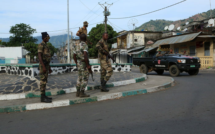 """FILE: Soldiers from the Comoros armed forces station and wait outside the """"Medina"""" at Mutsamudu on 19 October, 2018 in Anjouan, Comoros. Picture: AFP"""