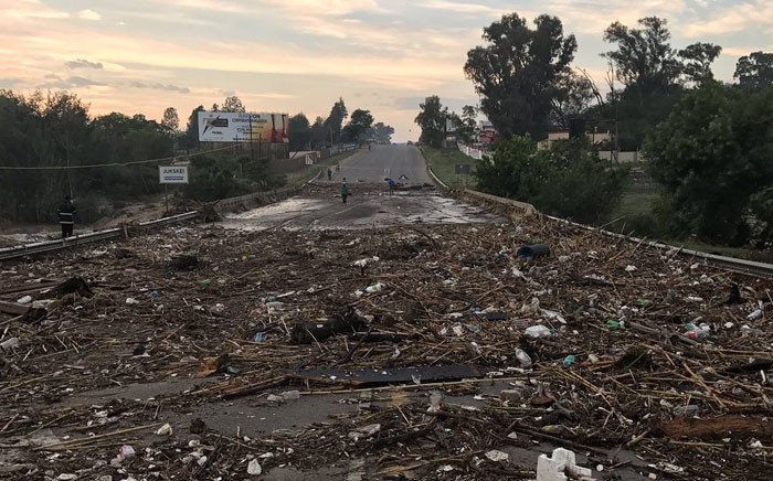 The R55 between Kyalami and Waterfall has been closed off to traffic due to debris on road from flooding. Picture: Twitter/@Intanzi to @EWNTraffic