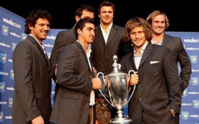 We are the champions: (From left) Ryan Kankowski, Ruan Pienaar, Bismarck du Plessis (obscured), Heinreich Brussow, Jannie du Plessis and Frans Steyn shows the spoils from the 2009 Tri-Nations. Picture: Werner Beukes/SAPA