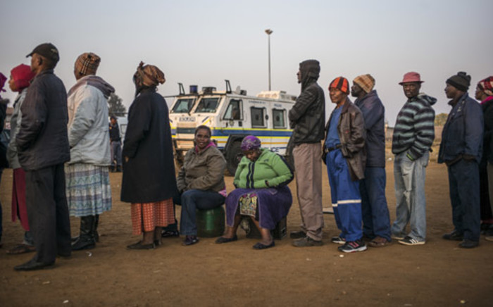 The queue in Bekkersdal. Picture: AFP.