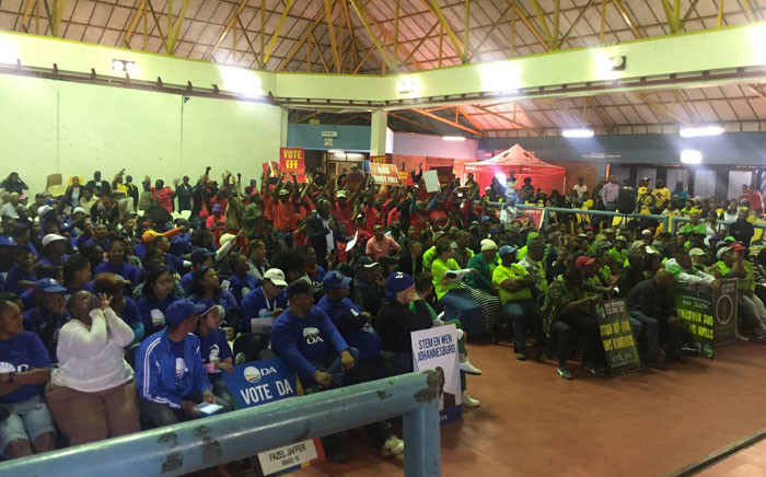 FILE: Supporters of various political parties during a special 702 elections broadcast in Eldorado Park on 13 July 2016. Picture: Masa Kekana/EWN.