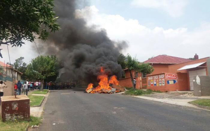 Residents in Rosettenville have destroyed property belonging to alleged drug dealers and brothel owners in the area. Picture: @MichaelSun168.