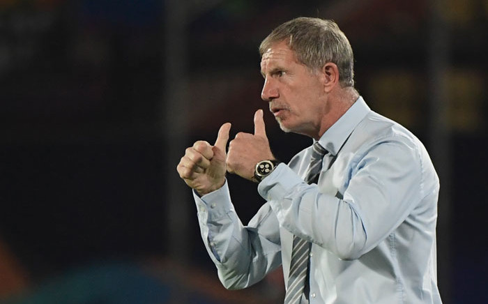 FILE: South Africa's coach Stuart Baxter encourages his players during the 2019 Africa Cup of Nations (CAN) Group D football match between South Africa and Namibia at the Al Salam Stadium in the Egyptian capital Cairo on 28 June 2019. Picture: AFP