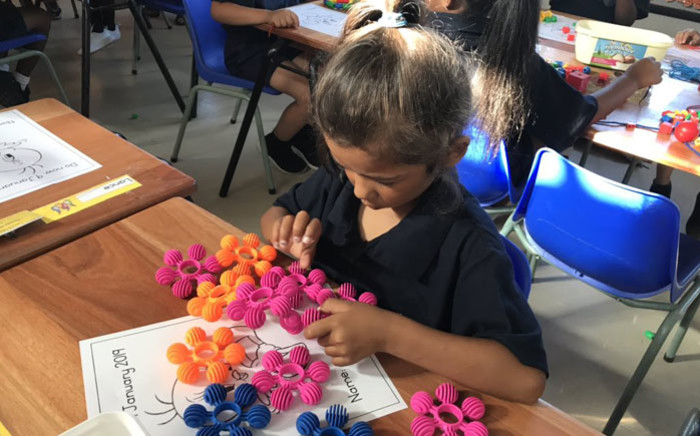 FILE: A grade 1 learner gets to grips with her first day at school at the Forest Village Leadership Academy in Eerste River. Picture: Lauren Isaacs/EWN