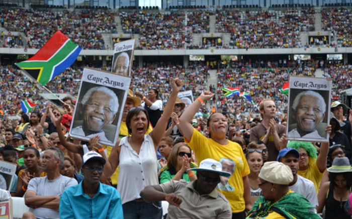 "Crowds sing ""Shosholoza"" at Francois Pienaar's request during Cape Town Madiba memorial. Picture: Stephen Phillipson"