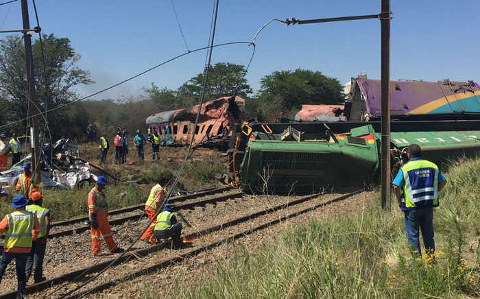 Clean-up operations at the scene of a train crash in Kroonstad in the Free State on 6 January 2018. Picture: Sethembiso Zulu/EWN