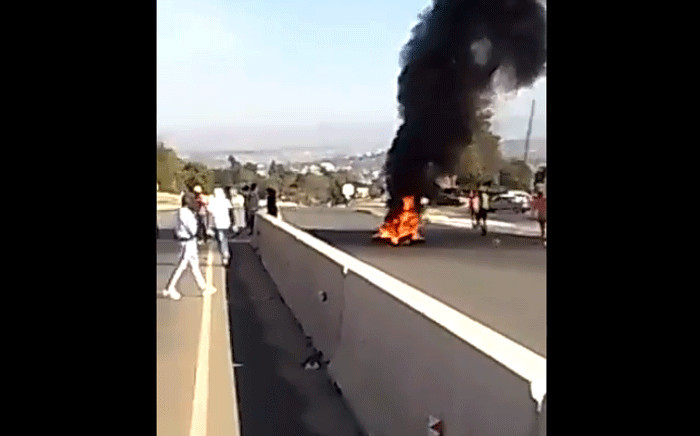 eSwatini has seen a spate of pro-democracy protests, with demonstrators blocking roads in Manzini. Picture: @SwaziNews/Twitter.