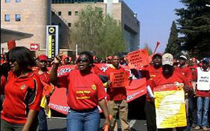 Numsa members march to the Sandton city centre to hand over a memorandum of demands on August 28. Picture: Rahima Essop/EWN