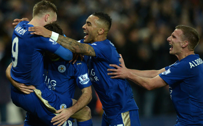 Leicester City's English striker Jamie Vardy (L) celebrates after scoring with Leicester City's Austrian defender Christian Fuchs (2L), Leicester City's English defender Danny Simpson and Leicester City's English midfielder Marc Albrighton during the English Premier League football match between Leicester City and Manchester United at the King Power Stadium in Leicester, central England on November 28, 2015. AFP