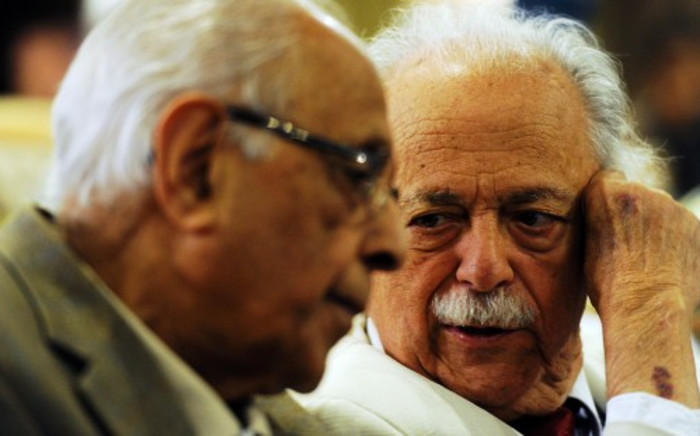 FILE: Veteran human rights lawyer George Bizos (R) with struggle veteran Ahmed Kathrada at a ceremony in Johannesburg. Picture: Sapa.