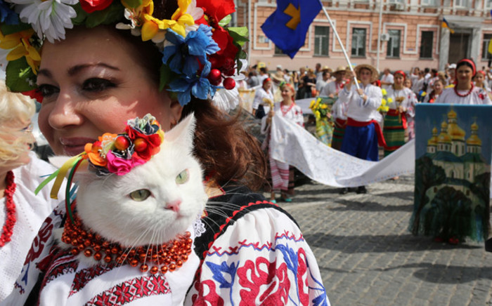 A woman wearing traditional Ukrainian clothes carries her cat as she takes part in a parade during the celebrations marking the 23rd anniversary of Ukraine's independence in Kiev on 24 August, 2014. Picture: AFP.
