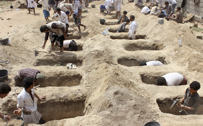 Yemenis dig graves for children who were killed when their bus was hit during a Saudi-led coalition air strike, that targeted the Dahyan market the previous day in the Houthi rebels' stronghold province of Saada on 10 August 2018. Picture: AFP.