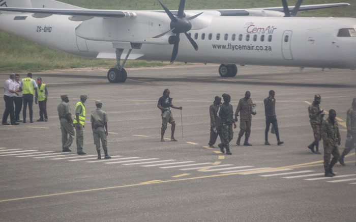 Mozambican soldiers are seen leaving the tarmac of the airport in Pemba on 31 March 2021. Sporadic clashes broke out in Palma on Tuesday as thousands of residents hid around the besieged northern Mozambique town, scrambling to escape the area overrun by jihadist militants, aid agencies said. Picture: AFP
