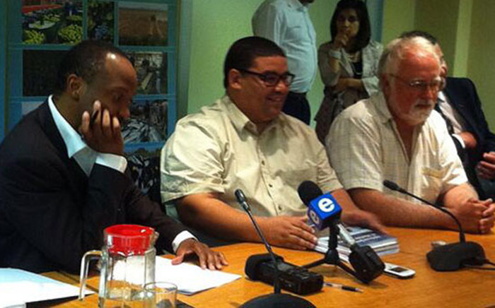 Fisheries Department's Desmond Stevens meets with the SA Commercial Linefish Association on 7 January 2014. Picture: Mia Spies/EWN