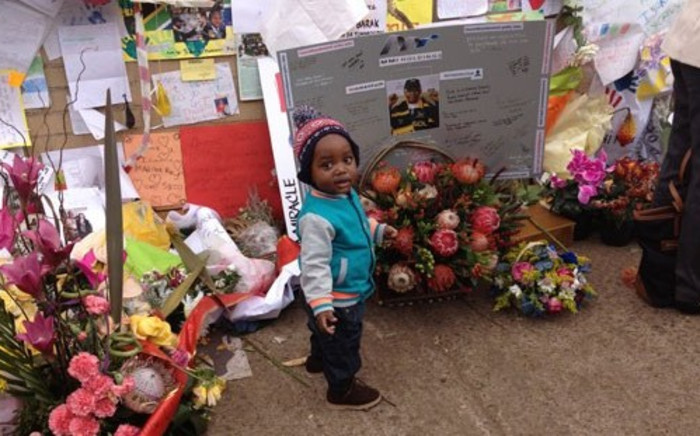 Messages of well wishes continue to pour for the former president Nelson Mandela in Heart hospital in Pretoria. Picture:Christa Van der Walt/EWN