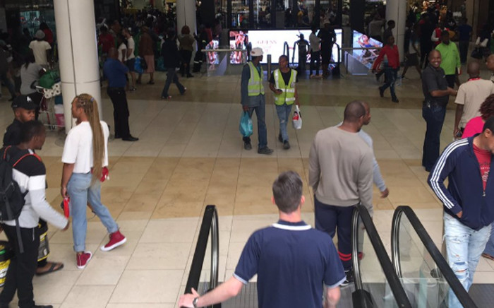 The Black Friday madness continues with thousands of South Africans still queuing for one day only specials. Picture: Refilwe Pitjeng/EWN