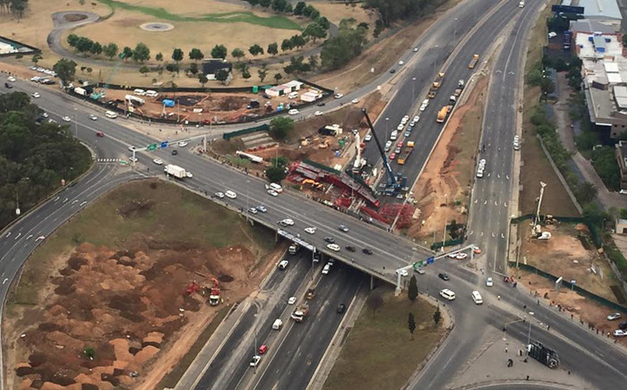 FILE: An aerial view of the scene of the collapsed temporary bridge over the M1 in Sandton where scaffolding caved in passing cars, killing three people and injuring 22. Picture: Aki Anastasiou/EWN.