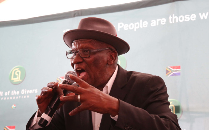FILE: Police Minister Bheki Cele addresses the Hanover Park community. He will be launching an anti-gang unit in the community at the end of the month. Picture: Bertram Malgas/EWN