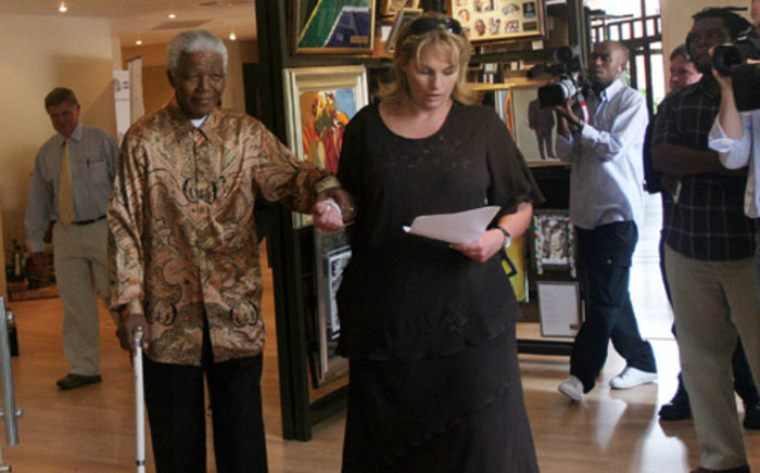 Nelson Mandela walks with the help of his assistant private secretary Zelda le Grange to the auditorium at Mandela House in Johannesburg where the first instalment of the Madiba Legacy Series consisting of nine comic books telling the story of his life was launched, Friday, 28 October 2005. Picture: SAPA