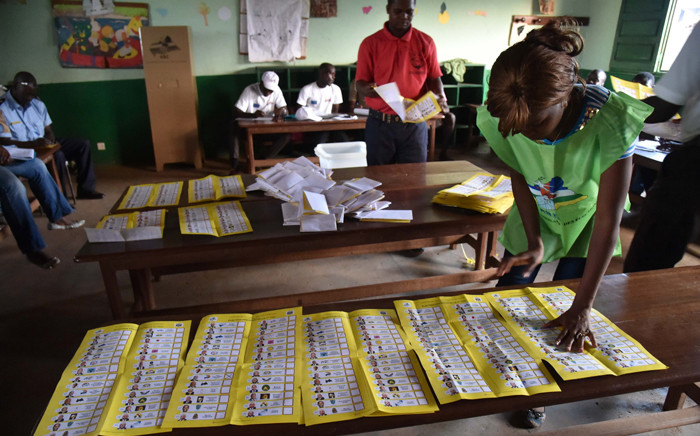 Election workers count votes after polls closed during the presidential and legislatives elections in Bangui's city center on 30 December, 2015. Picture: AFP.