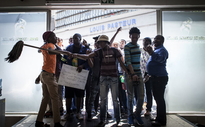 Police arrest protesting students at the Cape Peninsula University of Technology Bellville Campus. Picture: Thomas Holder/EWN