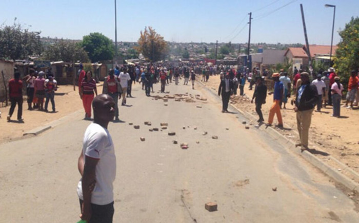 Angry Diepsloot residents venting their frustrations over the murder of two little girls in the area who were discovered in a public toilet. Picture: Lesego Ngobeni/EWN