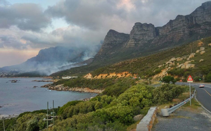 Fire erupted in the Oudekraal-Camps Bay area. Picture: @vwsfires.