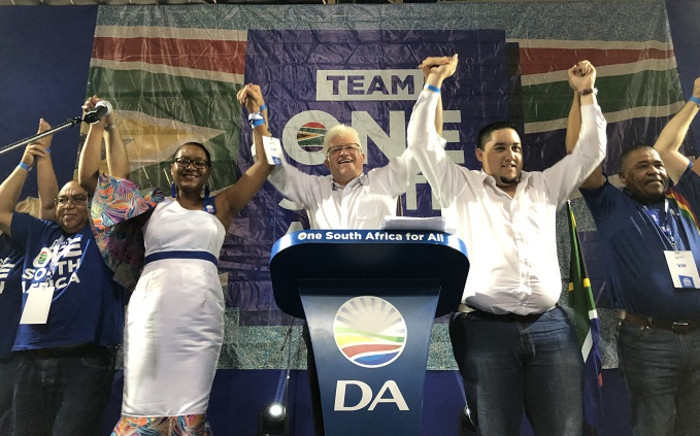 DA premier candidate Alan Winde (center) together with (from left) DA deputy provincial leader Albert Fritz, DA MPL Wendy Philander. On his right is DA youth provincial leader Carl Pophaim and mayor of the DA-run Drakenstein (Paarl) Municipality Conrad Poole. Picture: Jason Felix/EWN.