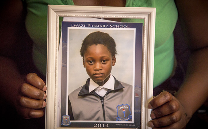 Simamkele Wana's image is held up by her aunt Nosipho Wana after Simamkele went missing on Saturday 21 December 2014 from her home in Barcelona informal settlement, Gugulethu, Cape Town. Picture: Thomas Holder/EWN