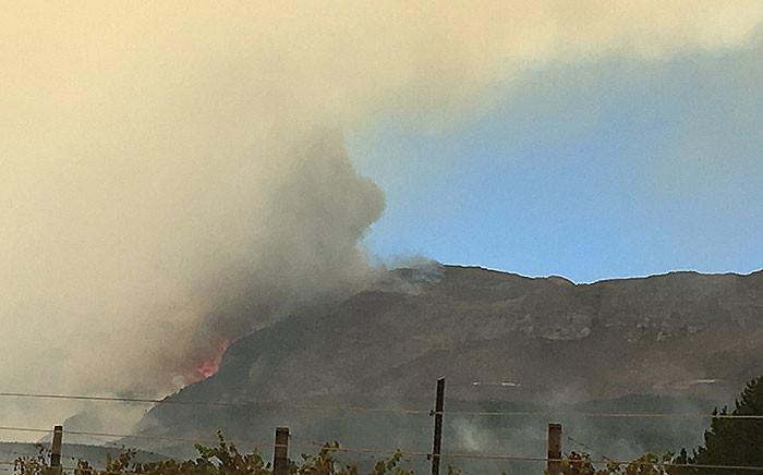 A blaze broke out on the slopes of the Du Toitskloof pass on Monday, 16 January 2017. Picture: Ilze-Marie le Roux/EWN.