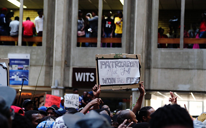 FILE: Wits students hold up a placard inside Senate House on campus on 19 October 2015 during protests over proposed fee increases for the 2016 year. Picture: Reinart Toerien/EWN.