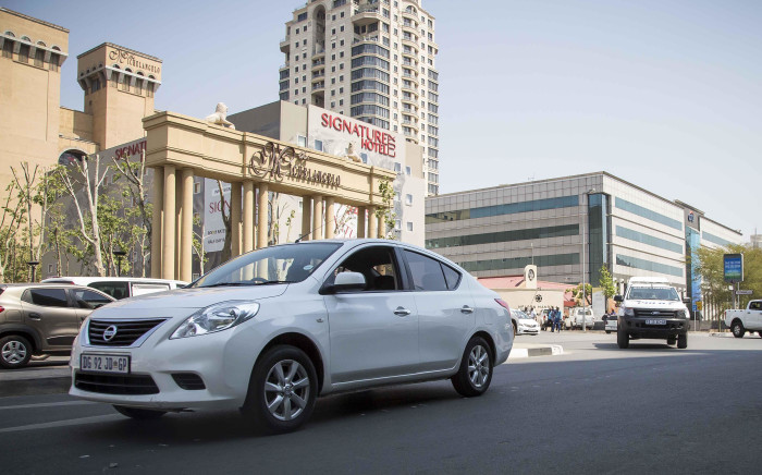 FILE: Police escort Ubers, metered and minibus taxis to be impounded in the Sandton Central area after drivers failed to produce permits 15 September 2017. Picture: Thomas Holder/EWN