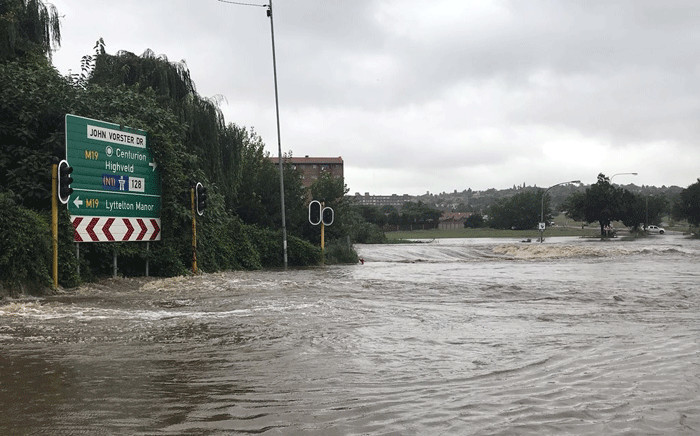 The John Vorster Drive at Rabie is closed due to flooding as Gauteng receives some heavy rains on 23 March 2018. Picture: Christa Eybers/EWN.