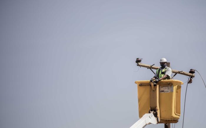FILE: Eskom technicians remove illegal electricity connections. Picture: Abigail Javier/EWN