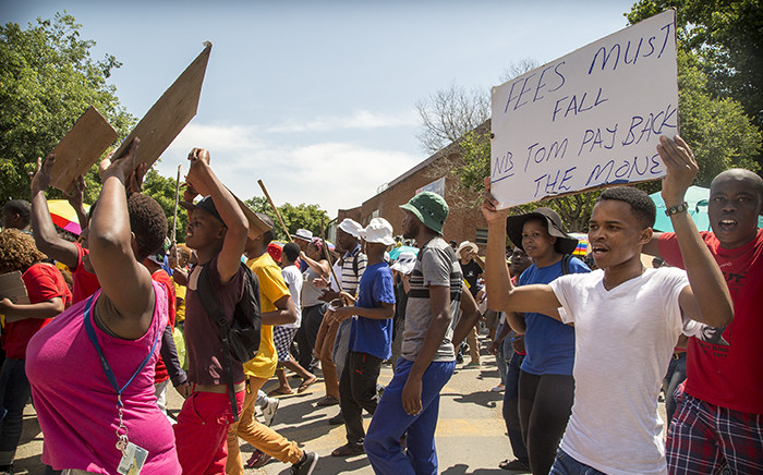Fort Hare University students march through the campus, recruiting students as they toyi-toyi against a hike in fees and what they say is a corrupt administration. Picture: Thomas Holders/EWN.