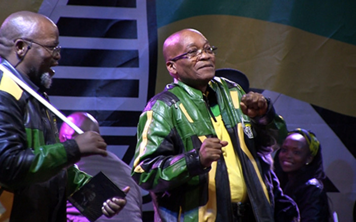 FILE: Former ANC secretary general Gwede Mantashe (L) watches as former President Jacob Zuma (R) dances at the ANC victory celebrations in the Johannesburg CBD on 10 May 2014 following the party's comprehensive win in the 2014 national elections. Picture: Reinart Toerien/Eyewitness News.