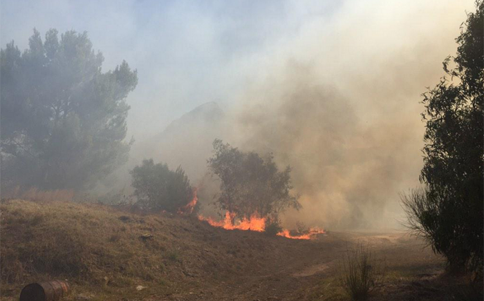 FILE: A fire broke out on the slopes of Signal Hill. Picture: EWN.