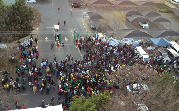 ANC members march for Madiba outside the Mediclinic Heart Hospital in Pretoria. Picture:Christa Van der Walt/EWN