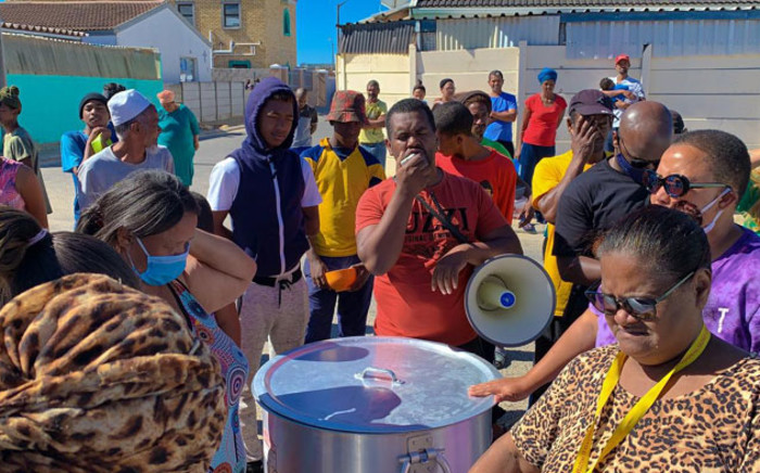 Lavender Hill residents wait for a hot meal provided by NGO Philisa Abafazi Bethu. Picture: Kaylynn Palm/EWN