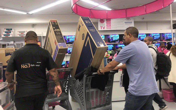 Hundreds of people hit the shops at Canal Walk on 21 November 2018 already ahead of Black Friday's bargain bonanza. Picture: EWN