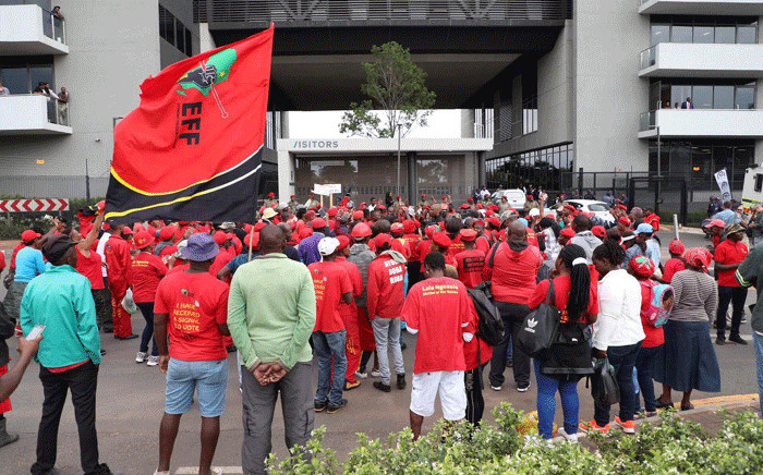 FILE: Economic Freedom Fighters (EFF) supporters singing outside the building where state capture commission on 20 November 2018. Picture: Abigail Javier/EWN.