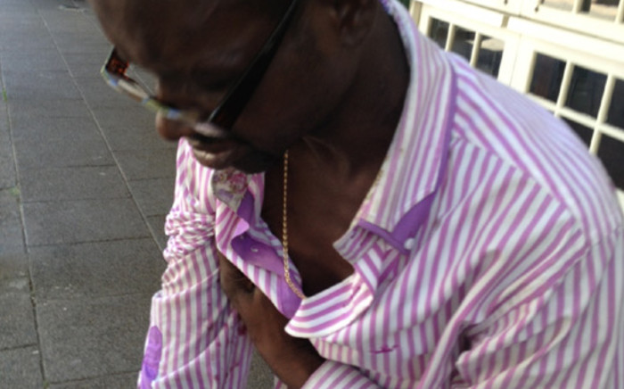 An alleged scamster who has been doing the rounds in Gauteng asking for money to get his broken arm fixed at a hospital. Picture: Alastair Teeling-Smith/iWitness