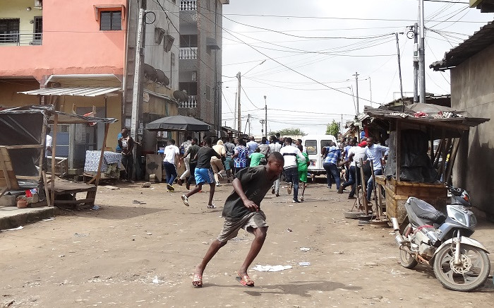 People flee while demonstrators are dispersed in the Cocody district of Abidjan on 19 October 2020, during a demonstration against the third mandate of outgoing Ivorian President Alassane Ouattara for the presidential election of 31 October 2020. Picture: AFP