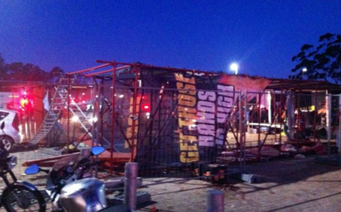 Scaffolding fell onto Linkin Park fans, killing at least one young woman. Picture: @dontparty via Twitter.